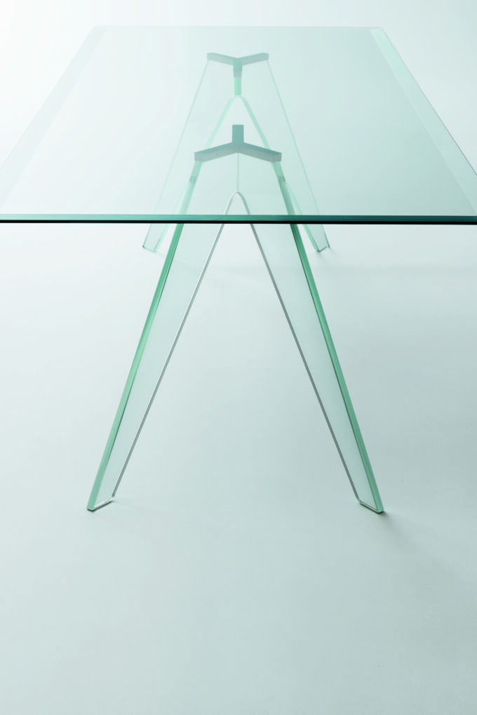 Alister Table