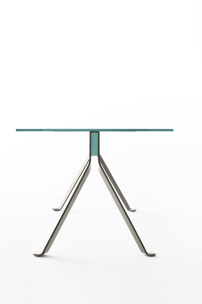 Mari Cristal Table