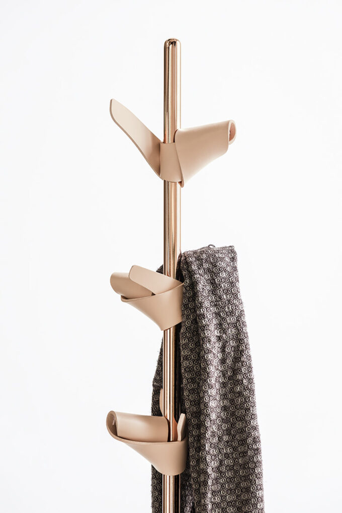Apelle Coat Stand