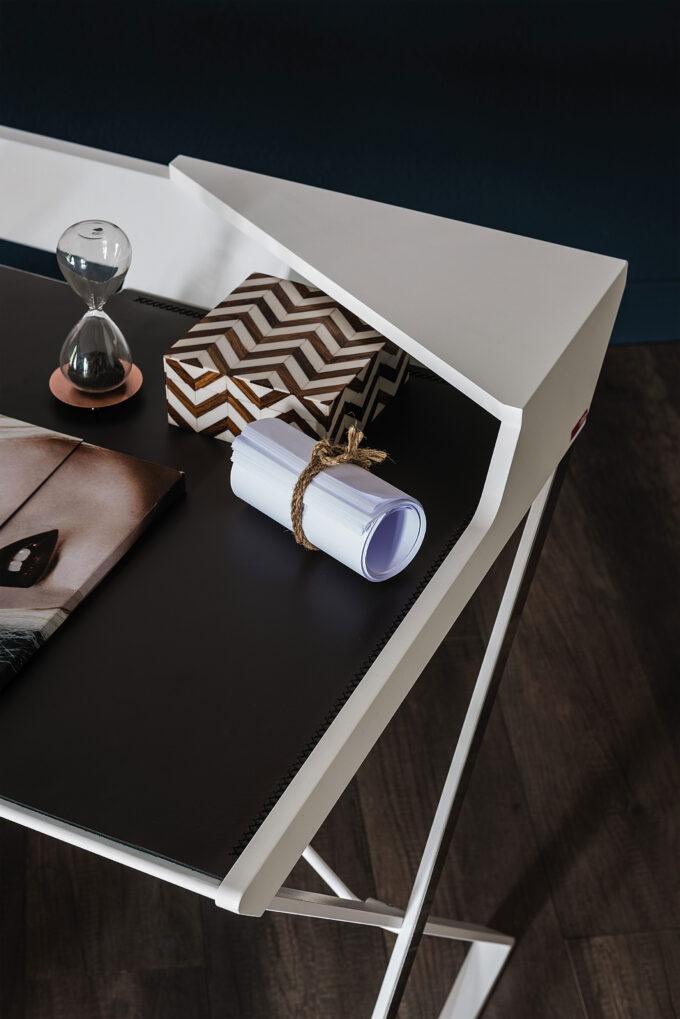 Qwerty Desk