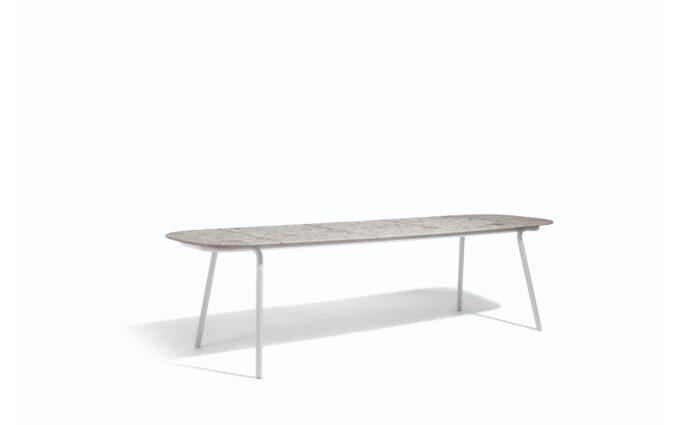 Minus Dining Table