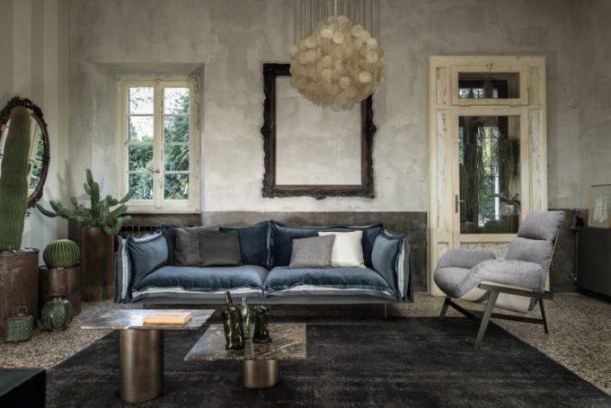 Auto-Reverse Sofa